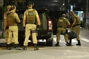 Massed Brazilian bank robbers attack another city, kill 1