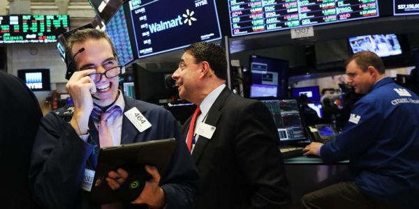 US stocks rally as investors weigh stalling retail sales and inflation guidance