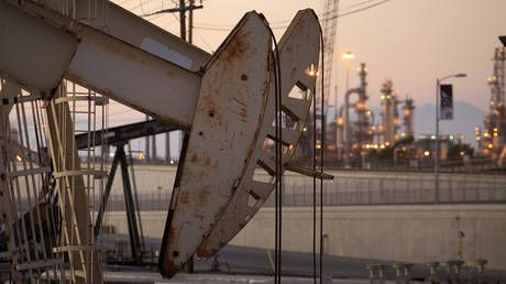 Oil price drops to 18-year low on crashing global demand