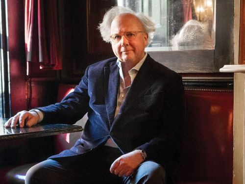 Airmail is looking to raise another $15 million. Graydon Carter explains how the company hopes to reach profitability in 3 years and why it's launching international editions and Airmail-branded velvet slippers