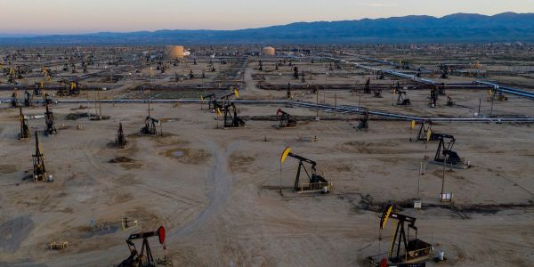 Mexico scores $2.5 billion windfall from oil hedges, report says