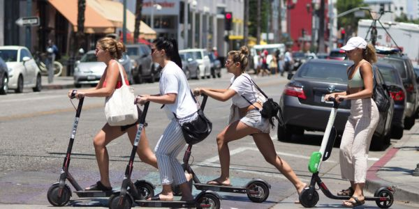 Leaked emails show investment giant Fidelity is selling shares in scooter startup Bird at a loss
