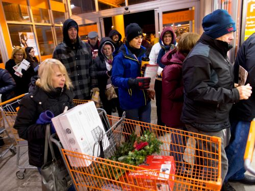 These are the safety precautions in-person Black Friday shoppers should take, according to experts