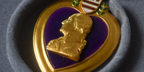 Florida police detective buys a $1,000 Purple Heart to try and reunite it with its owners