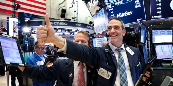 US stocks trade higher after 4th straight pandemic-era low in weekly jobless claims