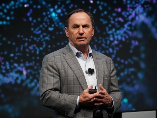 Intel stock surges 7% on news CEO Bob Swan to be replaced by VMware's Pat Gelsinger