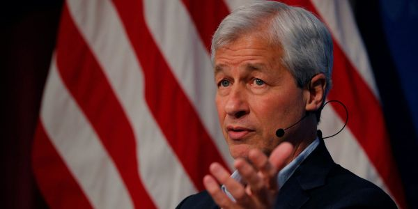 Jamie Dimon says JPMorgan has stockpiled $500 billion in cash that it will look to invest as inflation picks up