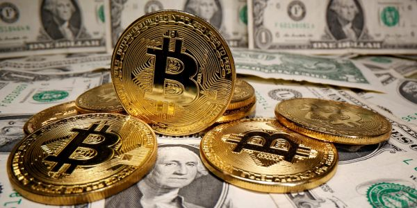 Goldman Sachs is offering bitcoin derivatives to investors as it expands its offerings in the $1 trillion market