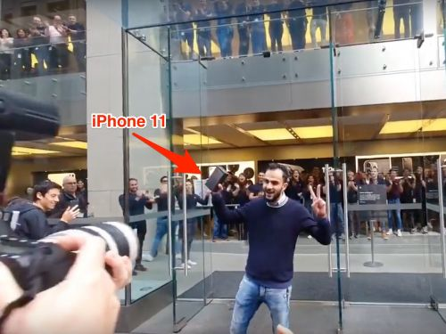 A baffling viral video shows Apple employees in a standing ovation after man buys iPhone 11