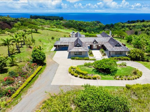 A retired executive who made his fortune in oil is selling his solar-powered Hawaii home for $7 million - take a look inside the luxury off-grid estate