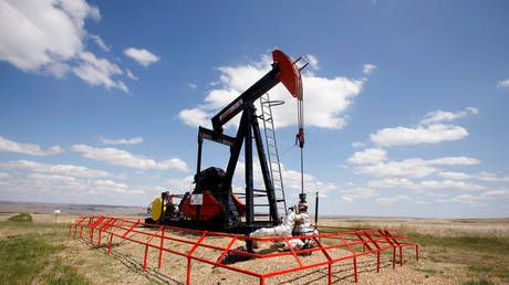 Oil will go 'bust' if recession hits