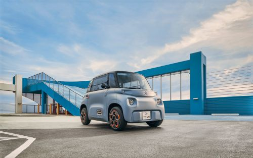 A French automaker created an adorable, $6,600 electric city car that's so small, you don't need a license to drive it