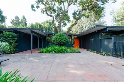 From tiny houses to massive midcentury mansions, these 10 rental homes will improve any visit to Silicon Valley