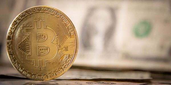 An early bitcoin investor says the best time to buy is when nobody's talking about it - and warns this isn't the first crypto bubble